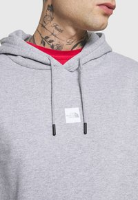 The North Face - GRAPHIC HOOD - Sweat à capuche - light grey heather - 5