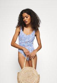 Cotton On Body - SCOOP NECK BELTED ONE PIECE BRAZILIAN - Swimsuit - dark blue - 3
