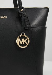 MICHAEL Michael Kors - JET SET - Handbag - black - 6