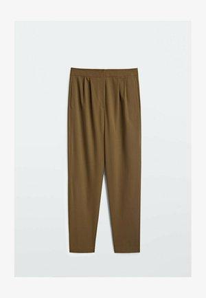 MIT HOHEM BUND UND KLAMMERN  - Trousers - brown