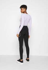 Hollister Co. - TIMELESS GRAPHIC LEGGINGS - Legíny - black seagull - 2