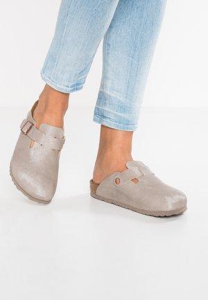 BOSTON - Slippers - fascination mud