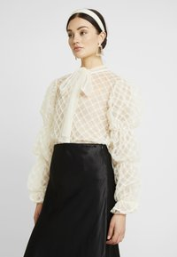 Sister Jane - PILLOW PUFF BOW BLOUSE - Blouse - ivory - 0