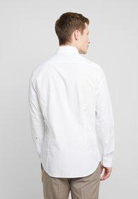 Seidensticker - SLIM SPREAD KENT PATCH - Kostymskjorta - light blue - 2