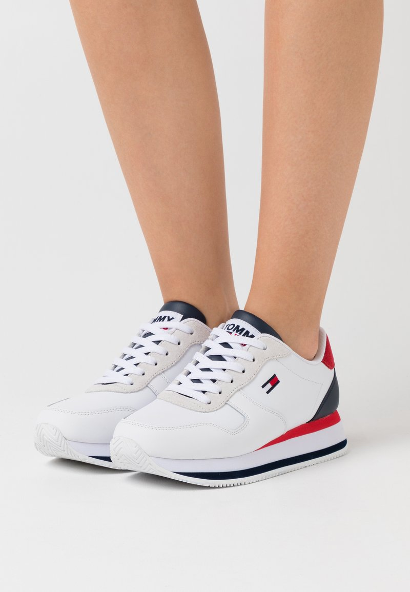 Tommy Jeans - FLATFORM ESSENTIAL RUNNER - Zapatillas - red/white/blue