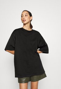Monki - CISSI TEE - T-shirts med print - black dark - 0