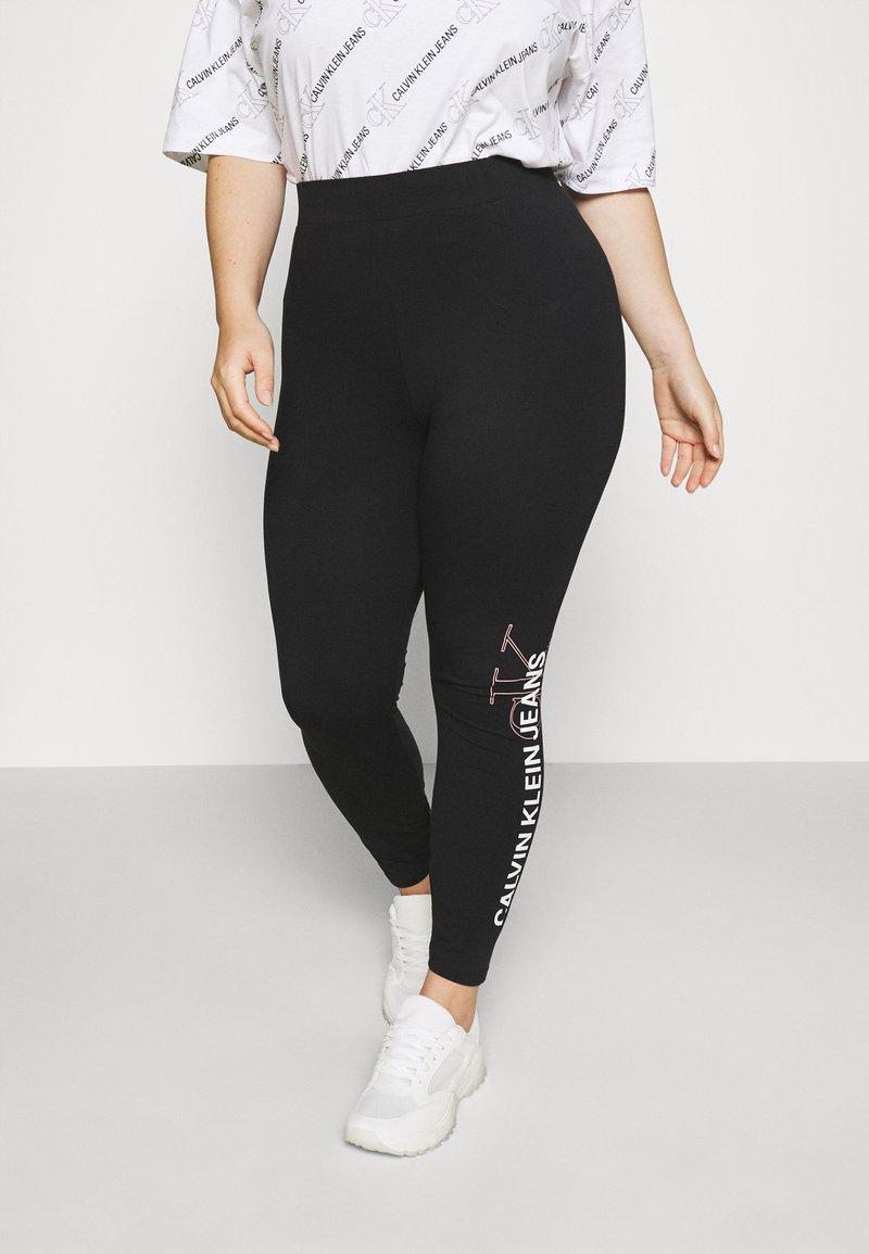 Calvin Klein Jeans Plus - PLUS VERTICAL LOGO - Leggings - Trousers - black