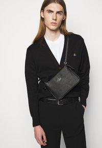 Vivienne Westwood - CROSSBODY - Across body bag - black - 0