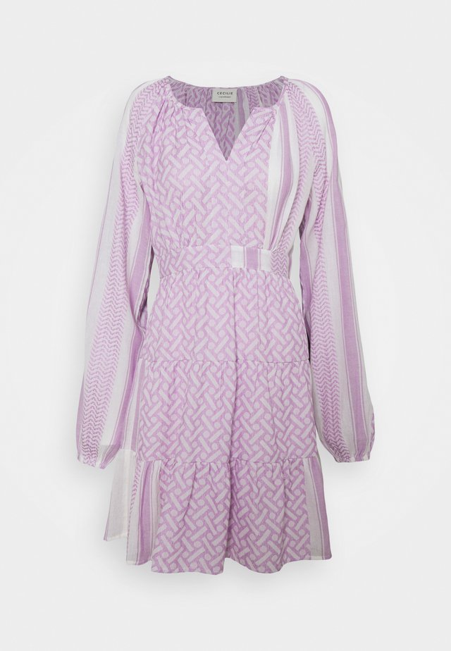 MONICA - Vapaa-ajan mekko - sheer lilac