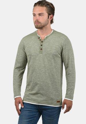 BELAGOS - T-shirt à manches longues - dusty olive