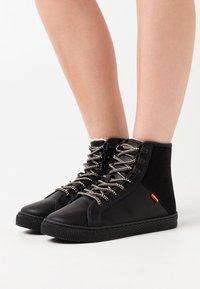 Levi's® - YOSEMITE  - High-top trainers - brilliant black - 0