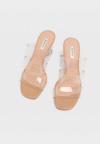 Stradivarius - Chodecké sandály - nude - 2