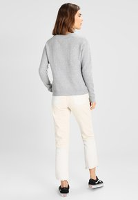 Vero Moda - VMDOFFY O NECK - Jersey de punto - light grey melange - 2