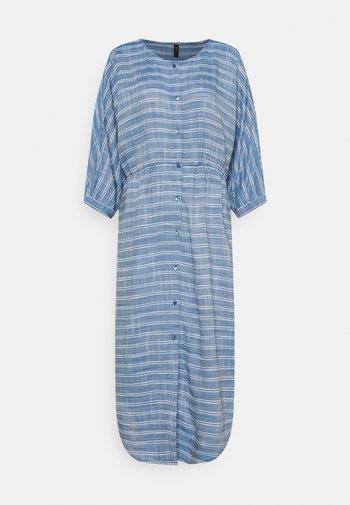 YASELMA LONG SHIRT DRESS - Kjole - cashmere blue/white