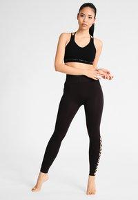 Yogasearcher - MATRIKA  - Urheiluliivit: kevyt tuki - black - 1