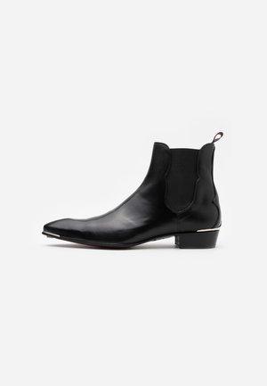MANIC PLAIN CHELSEA - Kovbojské/motorkářské boty - toledo black