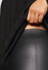 Pieces Curve - PCNEW SHINY - Leggings - Trousers - black - 4