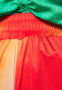 HOSBJERG - CISALO PANTS - Kalhoty - red fade - 4