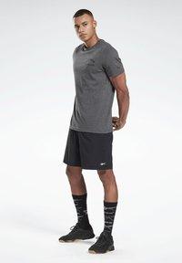 Reebok - REEBOK WEIGHTLIFTING T-SHIRT - T-shirt imprimé - grey - 1