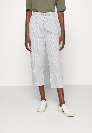 HELIA - Spodnie materiałowe - white