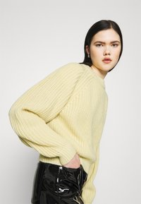 Weekday - ELINA - Jumper - light yellow - 4