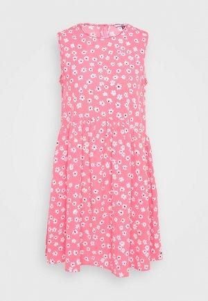 DROP WAIST DRESS - Denní šaty - glamour pink