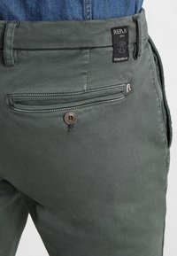 Replay - ZEUMAR HYPERFLEX  - Slim fit jeans - olive - 5