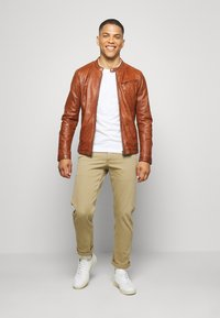 Freaky Nation - EASY JIM - Leather jacket - cognac - 1