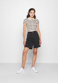BDG Urban Outfitters - STRIPED COLLARED - Button-down blouse - black/beige - 1