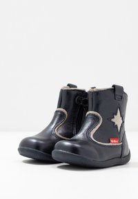 Kickers - BIBOOTS - Classic ankle boots - navy metallic - 3
