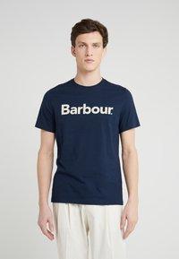 Barbour - Triko spotiskem - new navy - 0