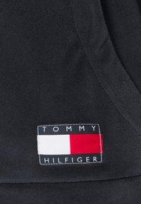 Tommy Hilfiger - HOLIDAY HOODIE - Pyžamový top - blue - 7