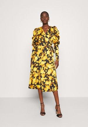 LANACRAS WRAP DRESS - Denní šaty - yellow