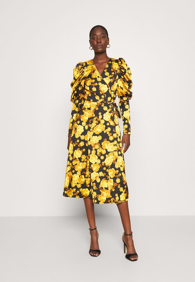 LANACRAS WRAP DRESS - Vardagsklänning - yellow