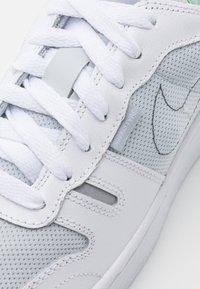 Nike Sportswear - SQUASH TYPE - Sneakers laag - summit white/white/black/vast grey - 7