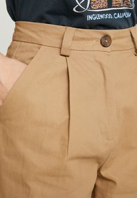 Neuw - DEEDEE PANT - Trousers - camel - 4