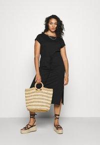 ONLY Carmakoma - CARAPRIL LIFE STRING DRESS - Žerzejové šaty - black - 1