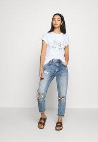 Dedicated - MYSEN RABBIT EXERCISE - Print T-shirt - white - 1