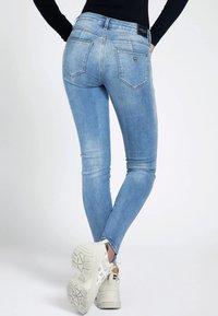 Guess - Jeans Skinny Fit - hellblau - 2