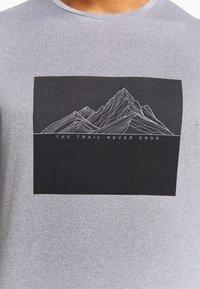 Salomon - AGILE GRAPHIC TEE  - T-Shirt print - alloy/heather - 4