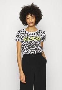 Guess - EWA TEE - Print T-shirt - iconic white - 0
