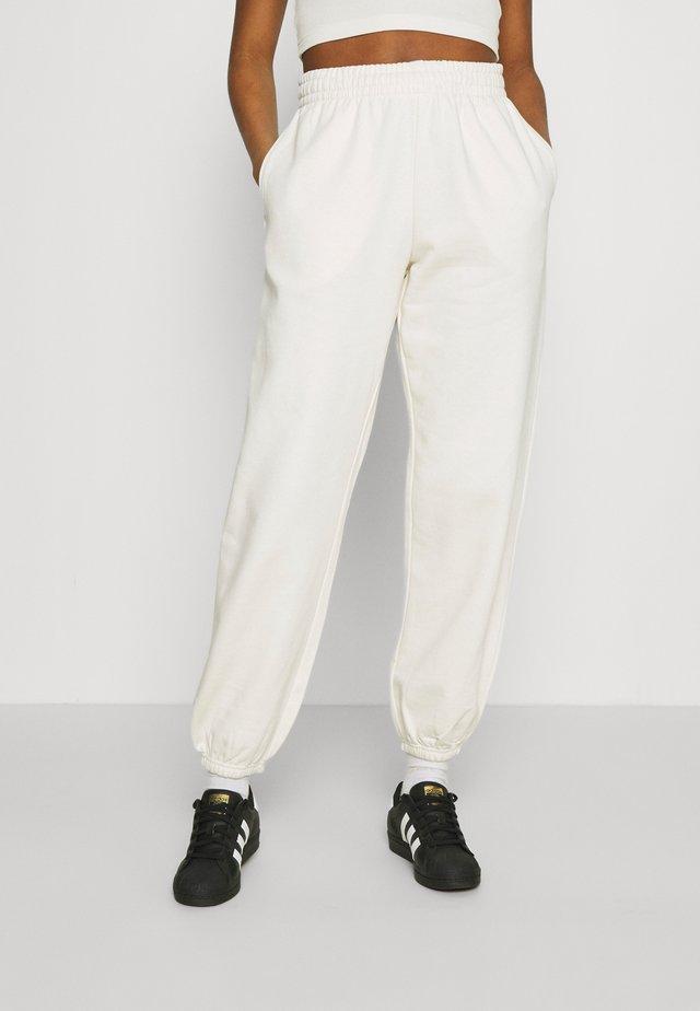CORINNA  - Spodnie treningowe - off white