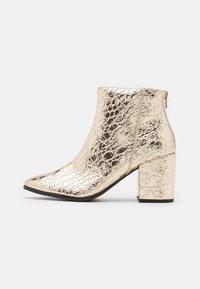 Call it Spring - VEGAN JULIEANNE - Boots à talons - gold - 1