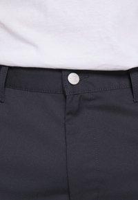 Carhartt WIP - PRESENTER DUNMORE - Shorts - dark navy rinsed - 6