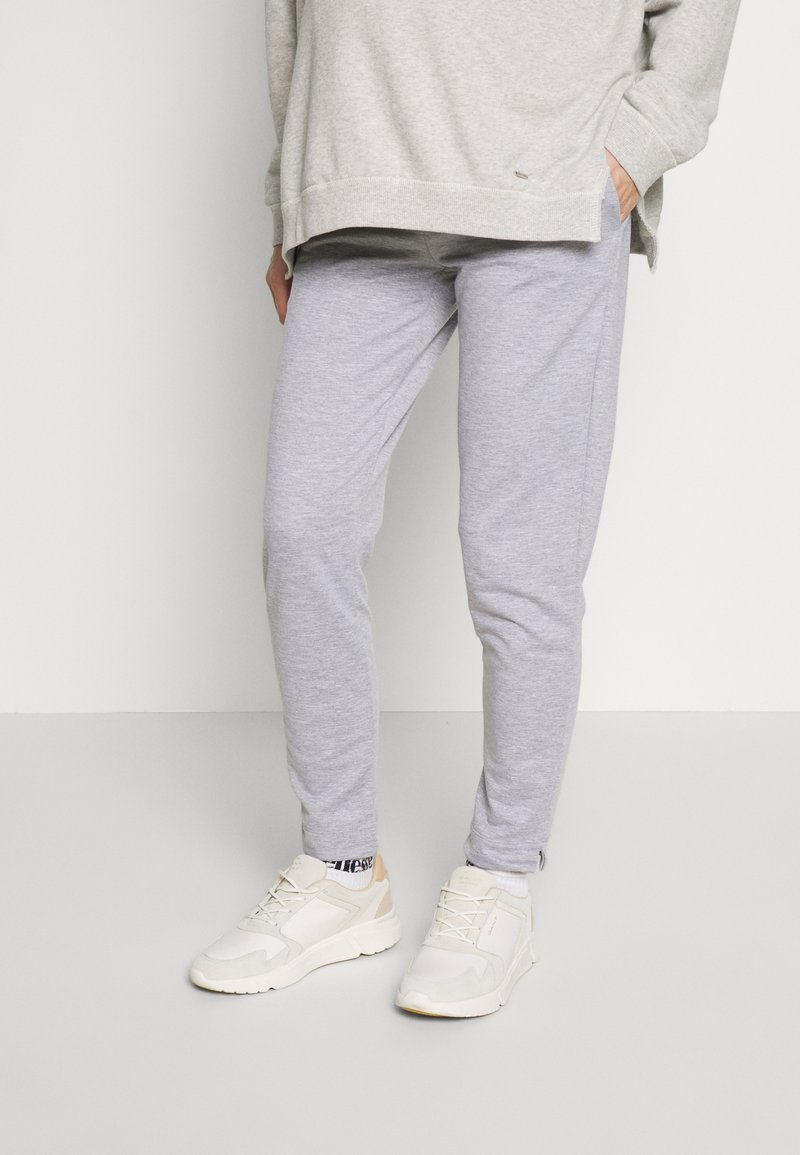LOVE2WAIT - PANTS TRAVELLER - Pantalones deportivos - grey