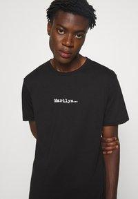 N°21 - Print T-shirt - black - 8