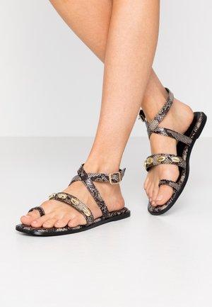 Sandaler m/ tåsplit - natural