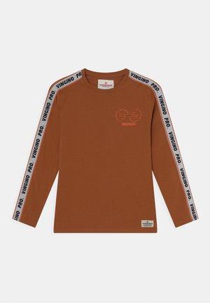 JAMES - Longsleeve - rusty brown