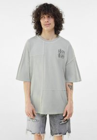 Bershka - Print T-shirt - grey - 4