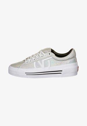 GLORY CHECK - Skate shoes - true white/black